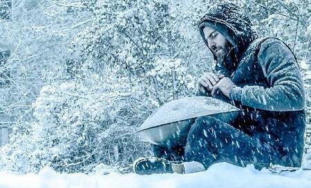 Tocando el handpan con nieve